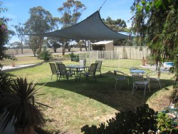 Country Roads Motor Inn - Swimming Pool & BBQ